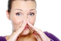 Het wijfje van de verwarring wat haar neus drukken Stock Fotografie