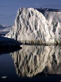 Het wijzen van ijs op muur Stock Foto