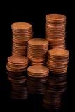 Het wijzen van muntstuk op kolommen Stock Afbeelding