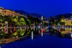 Het wijzen van op fontein op Promenade du Paillon in Nice Frankrijk royalty-vrije stock afbeeldingen