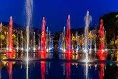 Het wijzen van op fontein op Promenade du Paillon in Nice Frankrijk royalty-vrije stock foto's