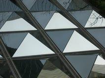 Het wijzen van op Piramides Stock Foto's