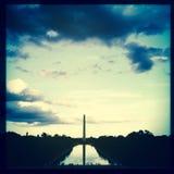Het wijzen van op Pool en Washington Monument, Wandelgalerij, Washington, gelijkstroom Stock Fotografie