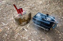 Het wilde grill kamperen stock afbeeldingen