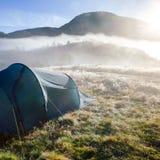 Het wilde kamperen in Noorwegen stock foto's