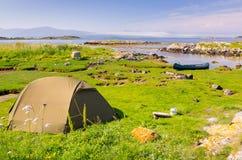 Het wilde kamperen in Noorwegen Stock Foto