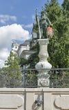 Het wilde Mensenstandbeeld dichtbij heeft een brutowinst van Festspielhaus in Salzburg, Oostenrijk Royalty-vrije Stock Afbeeldingen