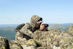 Het wildfotograaf in de bergen stock afbeeldingen