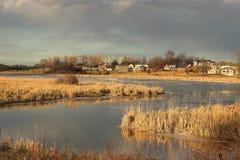 Het winden van rivier bij zonsondergang Royalty-vrije Stock Afbeelding