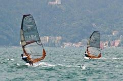 Het windsurfing van Garda van het Meer van Torbole Stock Afbeeldingen