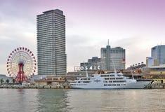 Het winkelcomplex van Kobe Harborland van het Umiemozaïek en themapark op waterkant bij Haven van Kobe, Hyogo-Prefectuur, Japan stock afbeelding