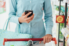 Het winkelen apps en kruidenierswinkel stock fotografie