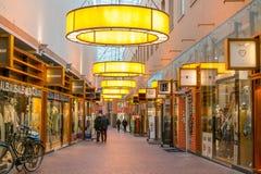 Het winkelen arcade in Hilversum, Nederland stock foto