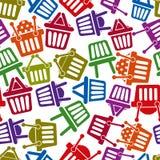 Het winkelen de naadloze achtergrond van mandpictogrammen Royalty-vrije Stock Afbeeldingen