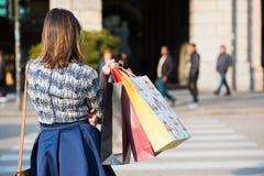 Het winkelen in de stad stock afbeeldingen