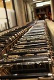 Het winkelen de steeg van de mandkar stock afbeelding