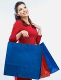 Het winkelen de zakken van de vrouwengreep, portret Witte achtergrond Royalty-vrije Stock Afbeeldingen