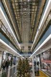 Het winkelen galerij in Kerstmistijd Stock Afbeeldingen