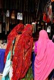 Het winkelen in India stock afbeelding