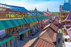 Het winkelen in Izmailovsky-Markt stock foto