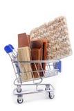 Het winkelen karretje met materialen Stock Afbeelding