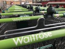 Het winkelen karretje van Waitrose-opslag, Londen stock afbeeldingen