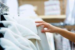 Het winkelen kleren stock foto's