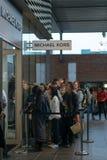 Het winkelen koorts - Outletcity Metzingen, Duitsland royalty-vrije stock foto's