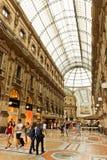 Het winkelen kunstgalerie in Milaan Galleria Vittorio Emanuele II, het stock fotografie