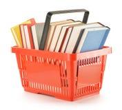 Het winkelen mand met boeken die op wit worden geïsoleerdh royalty-vrije stock afbeelding