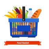 Het winkelen mandhoogtepunt van gezond organisch vers voedsel Stock Foto