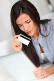 Het winkelen op Internet Stock Afbeeldingen