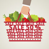Het winkelen Plantaardige Mand en Voedsel, Royalty-vrije Stock Afbeeldingen
