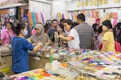 Het winkelen in Sampeng-Steeg Stock Fotografie