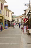Het winkelen straat in Lefkas, Griekenland Royalty-vrije Stock Afbeeldingen