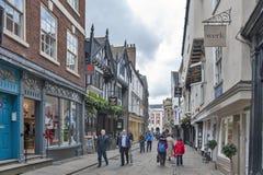 Het winkelen straat op Stonegate naar het Herenhuishuis bij St Helen Square in historisch district van Stad van York, Engeland, h stock afbeelding