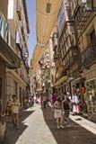 Het winkelen straat in oud Toledo, Spanje Stock Foto's