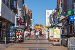 Het winkelen straat in Zandvoort, Holland Stock Fotografie