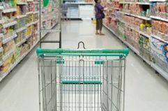 het winkelen in supermarkt Royalty-vrije Stock Foto