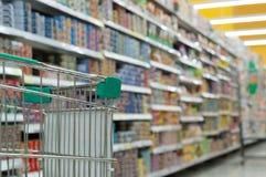 het winkelen in supermarkt Royalty-vrije Stock Fotografie