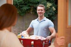 Het Winkelen van bestuurdersdelivering online grocery Orde stock fotografie