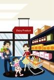 Het winkelen van de familie kruidenierswinkel Royalty-vrije Stock Afbeelding