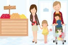 Het winkelen van de familie kruidenierswinkel Stock Foto