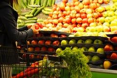 Het winkelen van de kruidenierswinkel Stock Fotografie