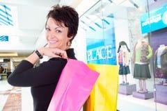Het winkelen van de vrouw stock fotografie