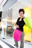 Vrouw het winkelen stock fotografie