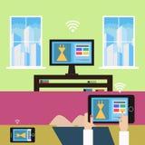 Het winkelen van huis met hulp van moderne technologie Royalty-vrije Stock Afbeeldingen