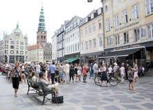 Het winkelen van Stroget straat Kopenhagen Denemarken Stock Afbeeldingen