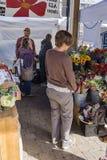 Het winkelen voor Bloemen royalty-vrije stock foto's