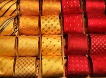 Het winkelen voor formele kleding Stock Foto's